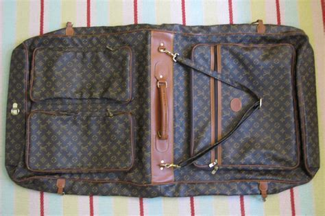louis vuitton vintage iconic lv logo monogram fold
