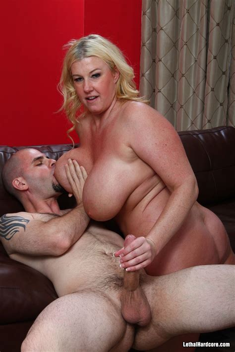 busty Milf gets fucked pichunter