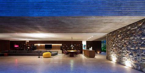 spectacular modern house  open design  adjacent pool
