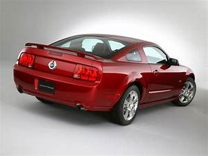2005 Ford Mustang GT - Rear Angle - 1600x1200 Wallpaper