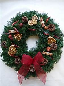 Wel e Family And Friends With A Fresh Christmas Wreath