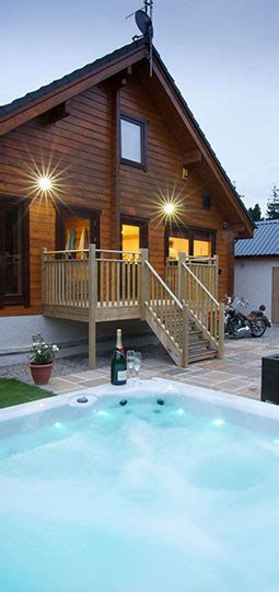 lodges in with tub big husky lodge luxury lodge with tub aviemore
