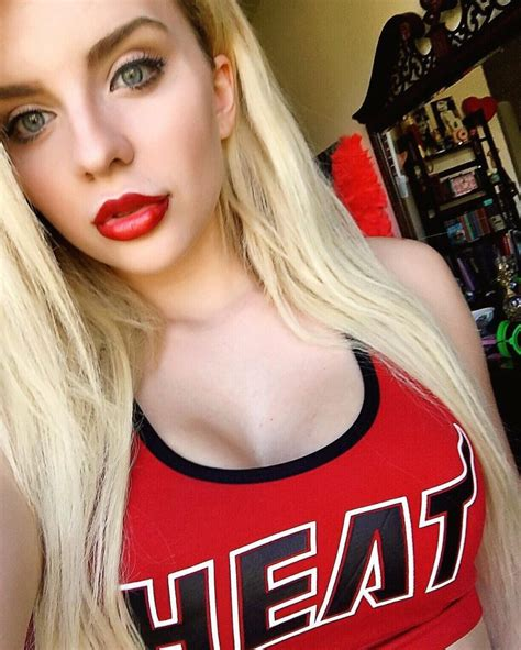 Luna Lanie Cleavage Pictures 57 Pics Sexy Youtubers