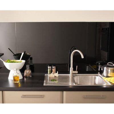 robinet de cuisine noir crédence en verre 90x65 cm castorama