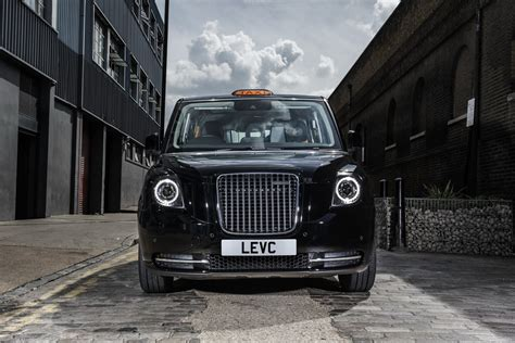 electrified tx london taxi cab debuts   mile ev