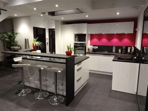 cuisine moderne ilot cuisine moderne avec grand ilot central dans un loft of