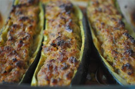 cuisiner une grosse courgette courgettes farcies à la viande hachée les recettes de la