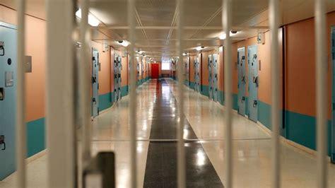 au bureau fleury merogis a la prison pour mineurs de fleury m 233 rogis entre pluie d insultes et quot los and jaur 232 s quot l express