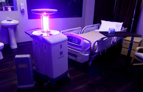 uv licht desinfektion this robot can sanitize an entire hospital room in 10 minutes