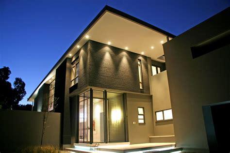 modern outdoor lightning  illuminating decoration  awesome exterior amaza design