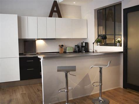 separation cuisine salon avec bar cuisine en image