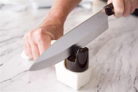 Safety Kitchen Knives by 12 Kitchen Knife Safety Tips