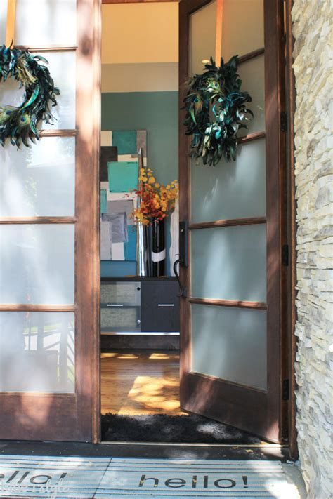 how to hang garland around front door five minute friday a pretty easy way to hang wreaths