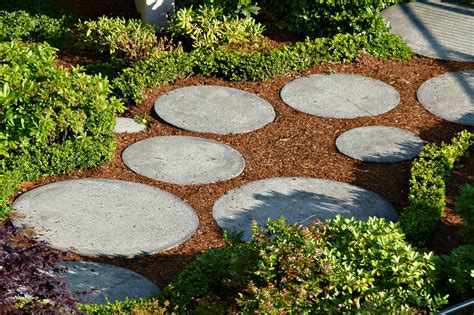 stepping stones garden how to use rocks to make your garden design more