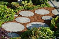garden stepping stones How to use rocks to make your garden design more ...