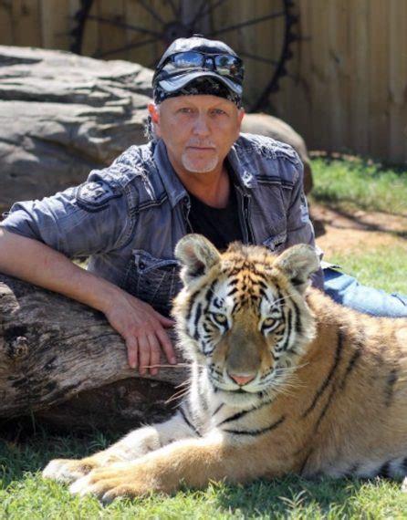 joe exotic carole baskin  tiger king