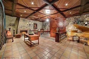 Michael Jackson's Las Vegas mega-mansion hits the market ...