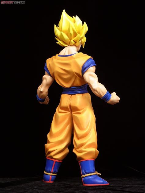 pvc figure   presents  huge super saiyan son