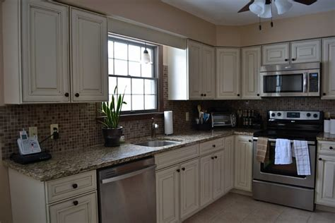 96 what color kitchen cabinets go with black appliances