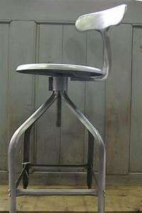 Chaise Haute Industrielle : ancienne chaise haute d atelier industrielle nicolle dit queu de baleine ~ Teatrodelosmanantiales.com Idées de Décoration