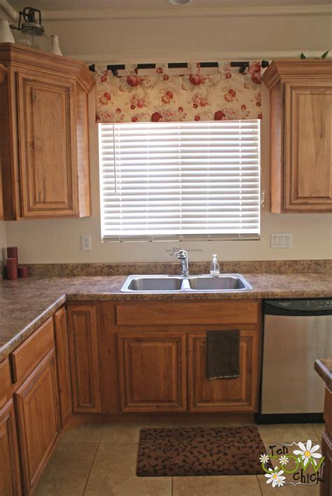 Guide To Choose The Appropriate Kitchen Curtain Ideas