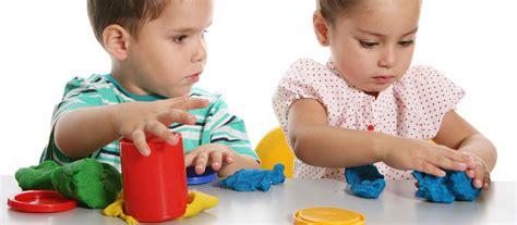 apprendre à jouer avec les autres