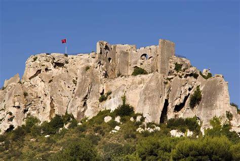 chambre des artisans visiter le château des baux de provence avignon et provence