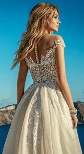 la robe de mariee couleur champagne et comment choisir sa With robe de mariée dentelle avec bijoux or homme