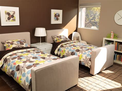 How To Decorate A Bedroom With Twin Bed Ideas Orchidlagooncom