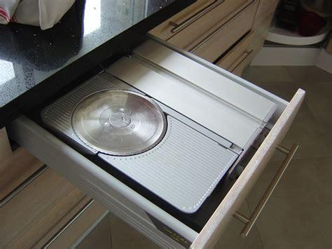 trancheuse cuisine une trancheuse électrique escamotable dans un tiroir