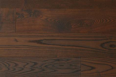 tapis de cuisine parquet frêne foncé contrecollé parquets emois et bois