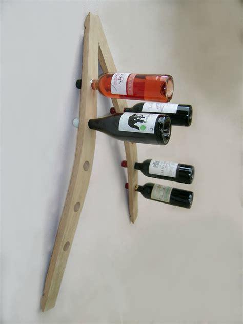 cave a vin dans cuisine porte bouteille mural support bouteilles range bouteille