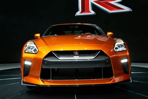 nissan skyline 2017 2017 nissan gt r first look review motor trend