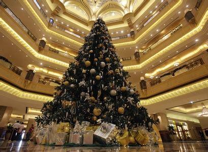 uae hotel displays an 11 million dollar christmas tree