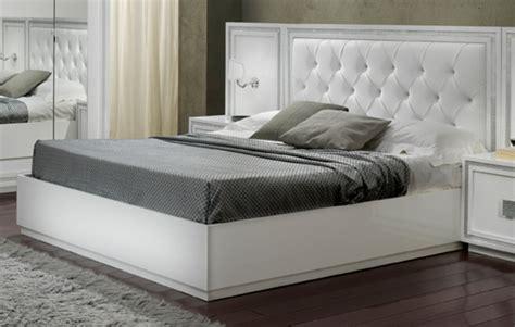 lit blanc laque pas cher lit krystel laque blanc