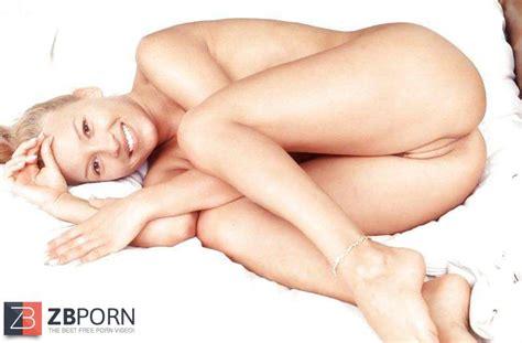 Naked Cameltoe ZB Porn