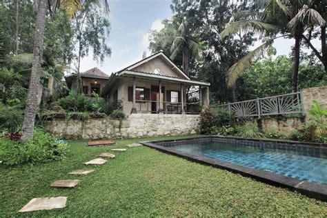 mimpi menginap  villa  kolam renang pribadi