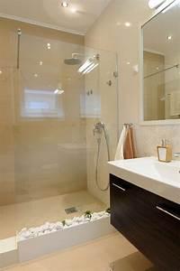 Petite Salle De Bain Design : comment agrandir la petite salle de bains 25 exemples ~ Dailycaller-alerts.com Idées de Décoration