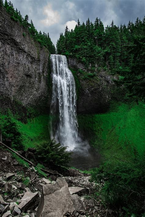 woman   waterfall photo  greg raines atlionsdenpro