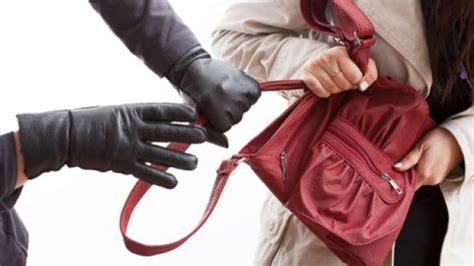 Jun 17, 2021 · tersangka pengedar narkoba yang ditangkap siang bolong diamankan di mapolresta pematangsiantar, kamis (17/6/2021). Jambret Siang Bolong Beraksi di Sidomulyo