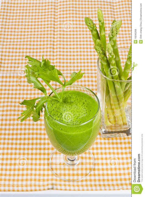 asparagus juice fresh vers tablecloth celery freshly checked gingham glass