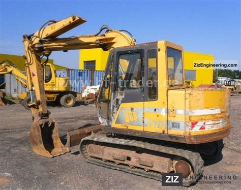 komatsu jcb js  minikompact digger construction equipment photo  specs