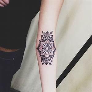 Mandala Tattoo Unterarm : tattoo auf unterarm 52 coole ideen f r m nner und frauen ~ Frokenaadalensverden.com Haus und Dekorationen