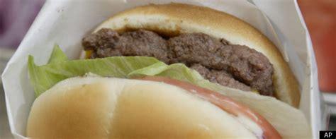 wendys burger daves hot  juicy debuts