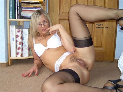 Ala Mature Nylon Feet