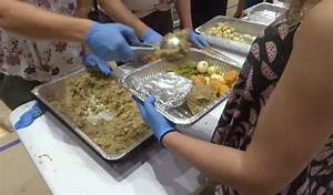 'Feeding the 5000' volunteer group provides meals ...