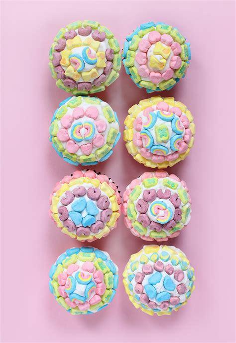 diy eats lucky charms pot of gold cupcakes i diy