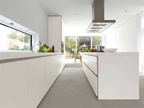 küchenzeile mit insel grifflose designk 252 che b1 mit insel in wei 223