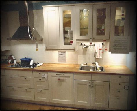 kitchen cabinet restaining how to restaining kitchen cabinets desmetoxbow decor 2732