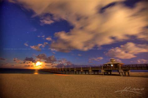 juno beach fishing pier  moon rise  night